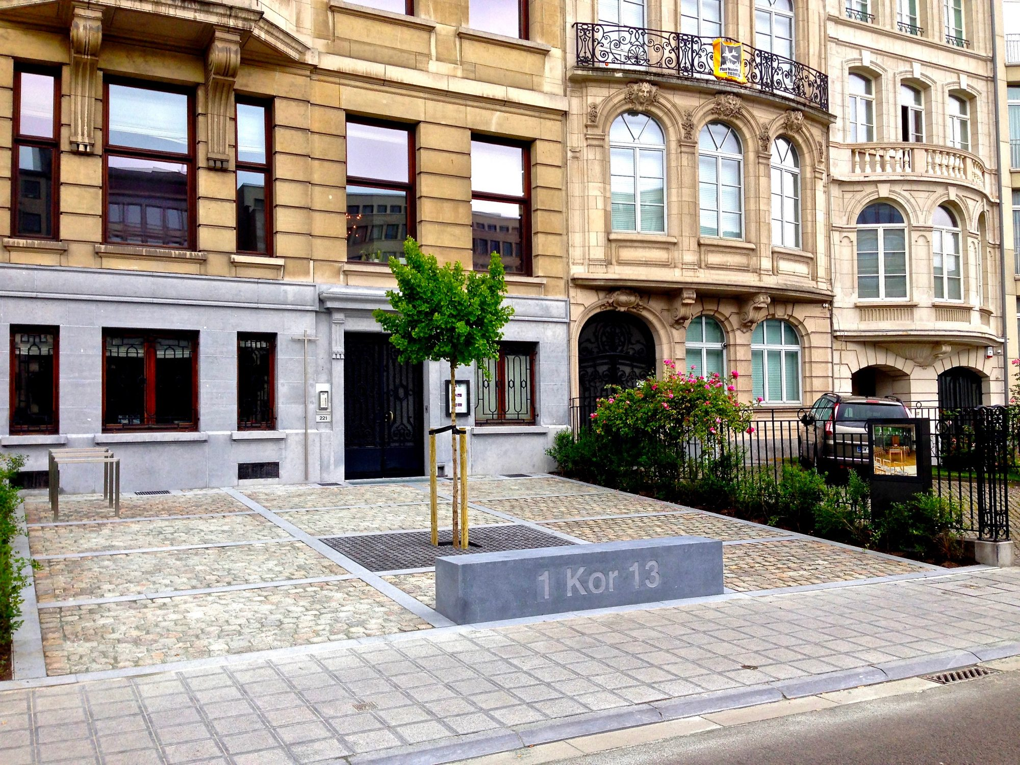 Brüssel, St. Paul, Vorplatz. Leo Zogmayer, Thomas N Pauli, Catherine de Bie, 2015