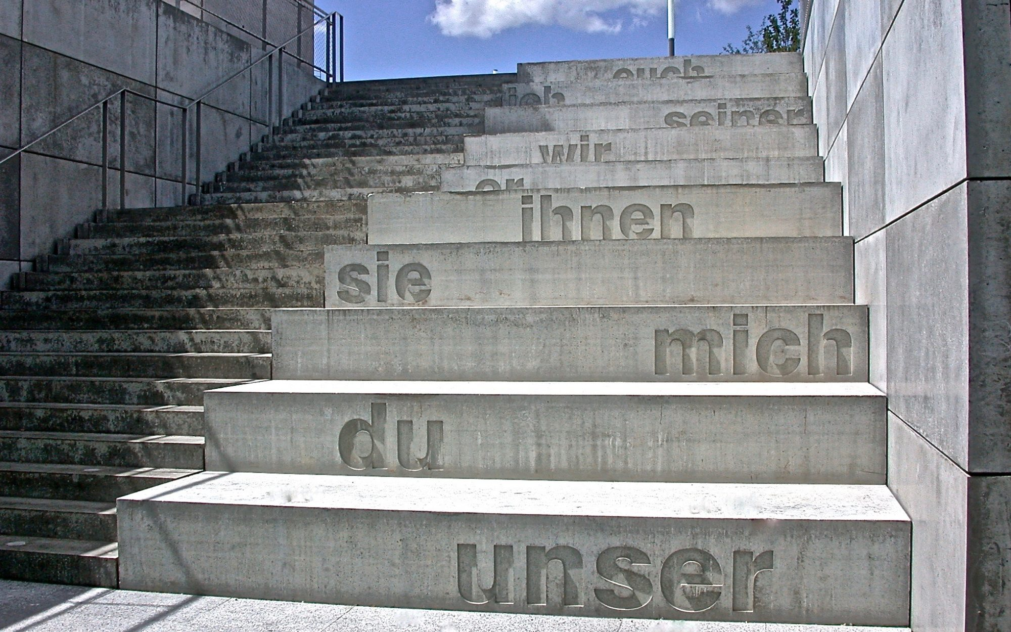 Concrete Poetry, 2004, Textintervention, Beton / concrete, Universität Tübingen / University of Tubingen
