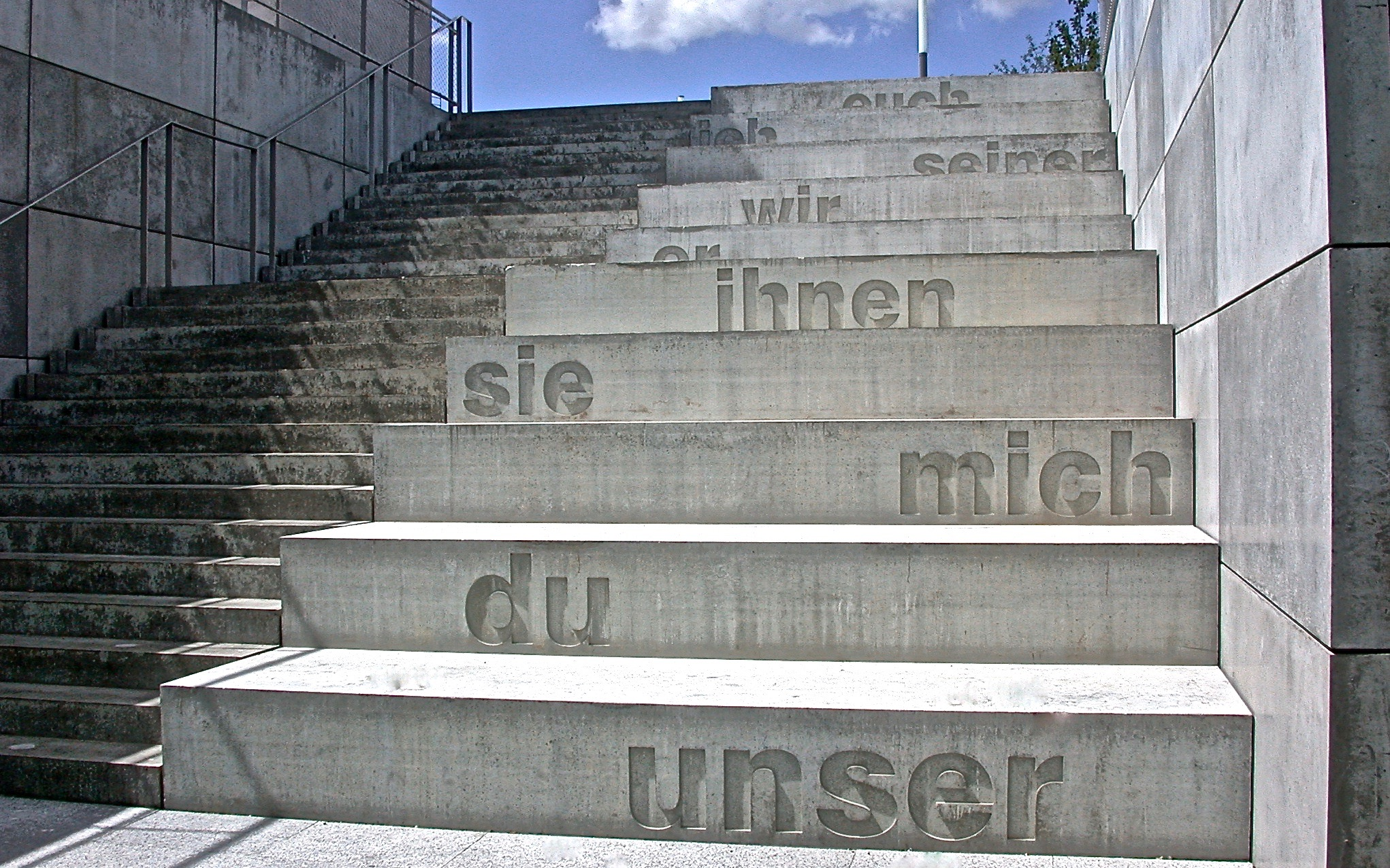 Concrete Poetry<br>2004, Textintervention, Beton / concrete, Universität Tübingen / University of Tubingen