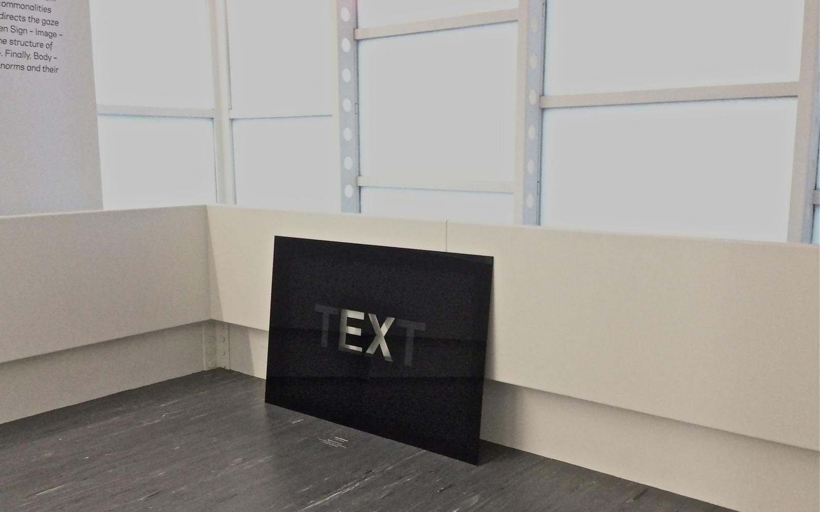 TEXT, 2002, Hinterglasmalerei / reverse glass painting, 96x146cm<br> Ausstellung: Zeichen Bild Objekt / 21er Haus, Wien 2013; Exhibition: Sign – Image – Object, 21er Haus, Vienna 2013