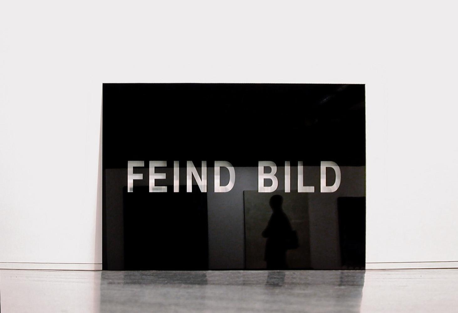 Feind Bild, 2000, Glas, glass, 180x240cm<br> Ausstellung: Diskursive Malerei, MUMOK Wien 2000/2001; Exhibition: Discourses in Painting  / MUMOK Vienna 2000/2001